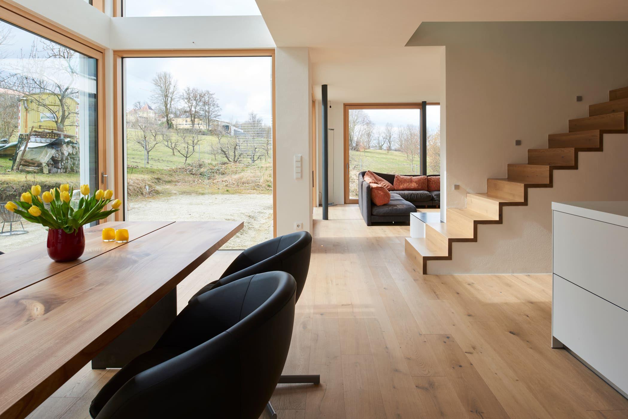 Manufaktur-landhausdiele im sonderfarbton nach wunsch der bauherrn moderne wohnzimmer von parkett leuthe gmbh modern holz holznachbildung | homify
