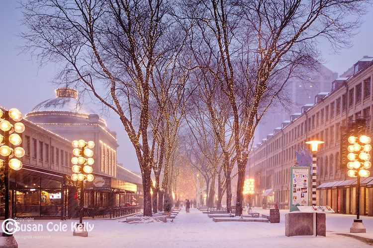 Christmas snow at Quincy Market, Faneuil Hall Marketplace, Boston ...