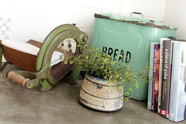 I need a breadbox like this one.