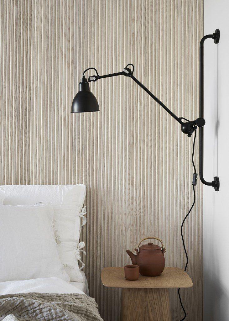Schwarze Wandleuchte Industrielook Design, Wand Holzverkleidung