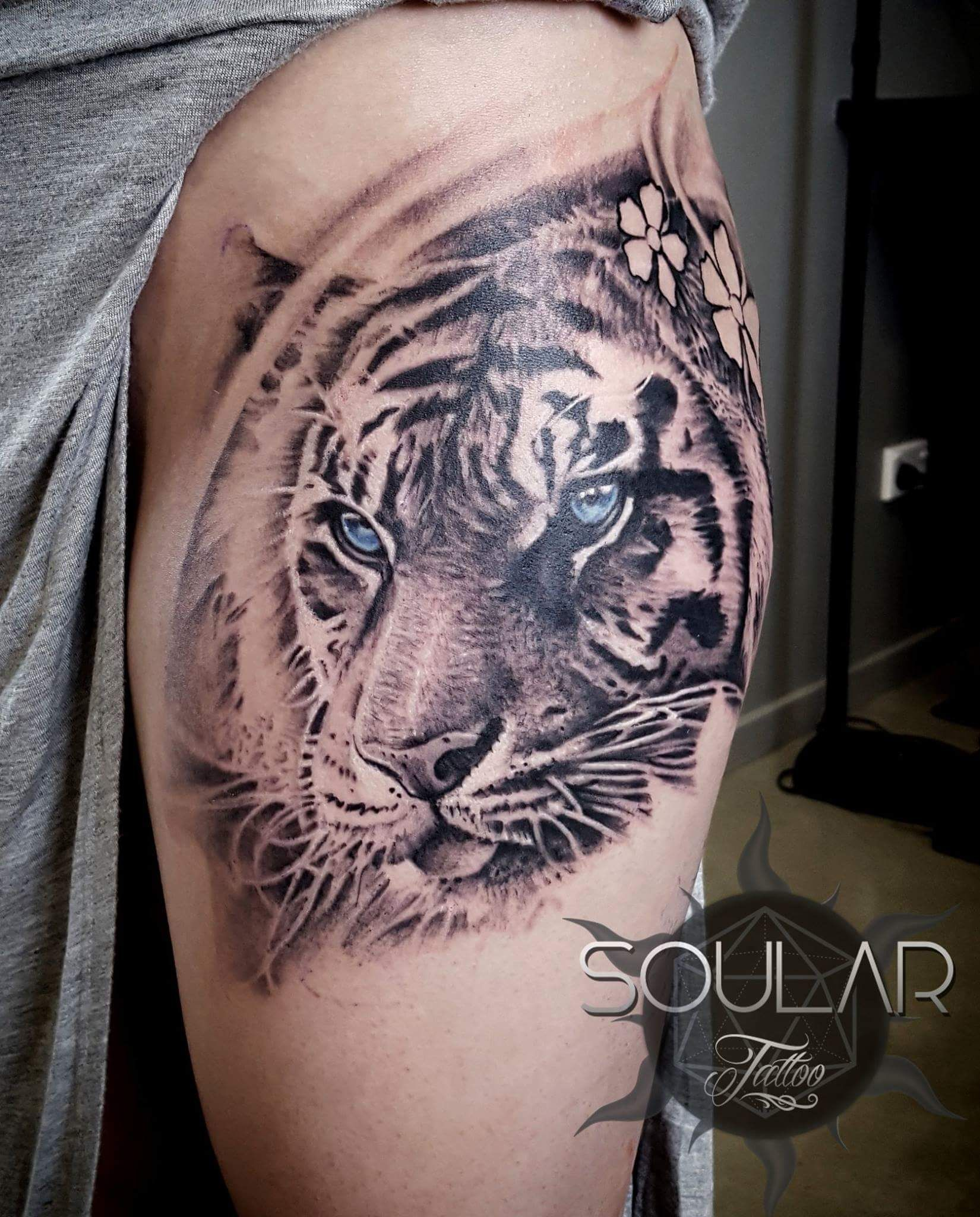 Pin By Chene On Tattoos Tiger Tattoo Tiger Tattoo Thigh Animal Tattoos
