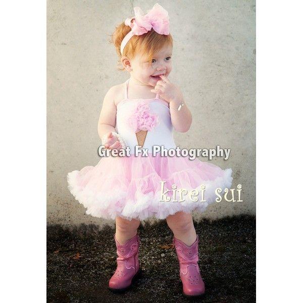 wit met roze pettidress met ijsje