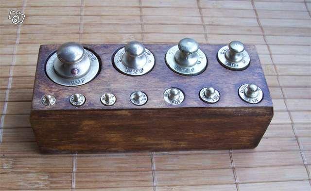 ancienne boite de poids de balance roberval en 640 394 all wooden pinterest. Black Bedroom Furniture Sets. Home Design Ideas