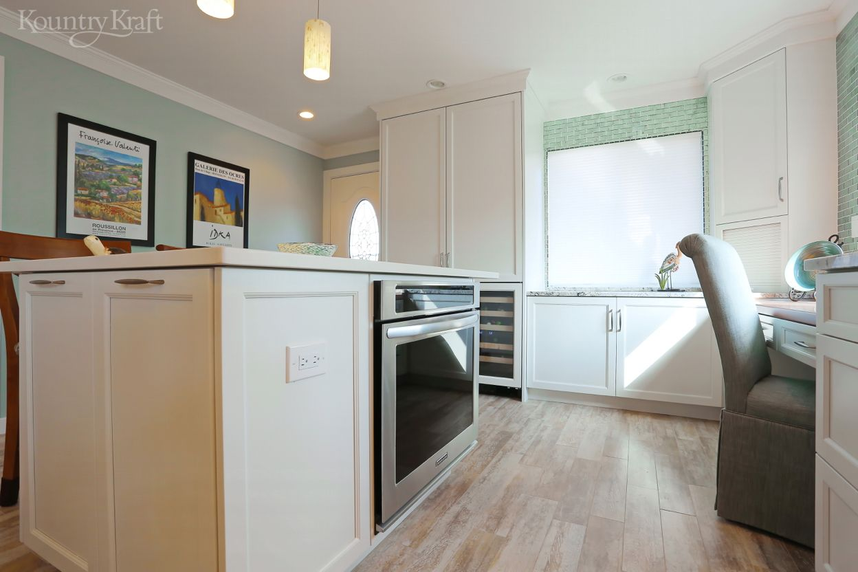 Transitional White Cabinets In Venice Fl Custom Kitchen Cabinets Custom Kitchen Cabinets Design White Cabinets