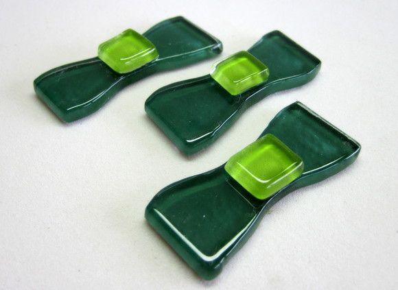 laços  de vidro coloridos utilizados para confecção de Mosaicos ,Bijuterias e/ou outras aplicações decorativas ou artesanais Pacote c/ 3 peças  vidro verde R$4,90