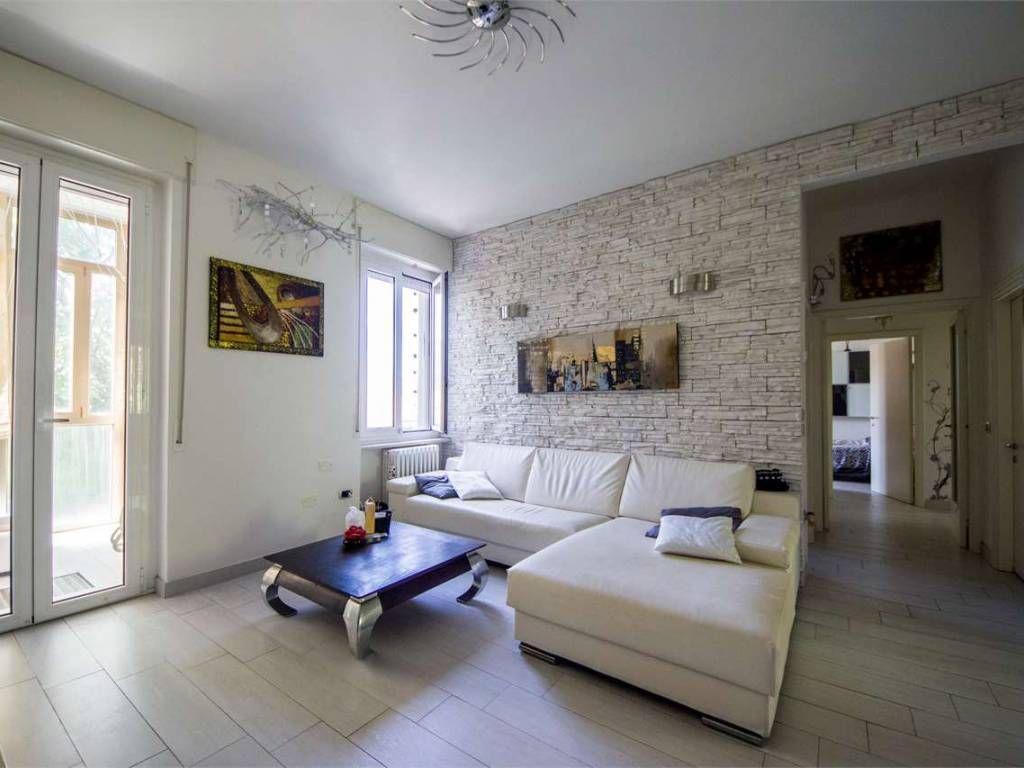 Affitto Appartamento Pesaro. Quadrilocale, Ottimo stato