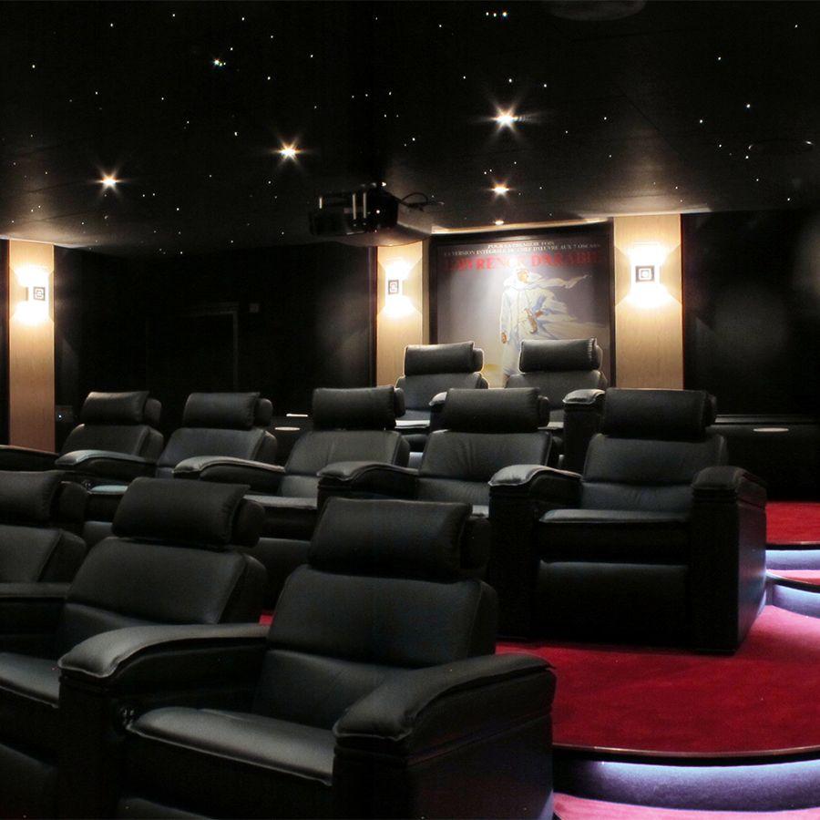 home cinma priv de luxe 11 fauteuils de cinma en cuir noir vidoprojecteur 4k - Fauteuil Home Cinema