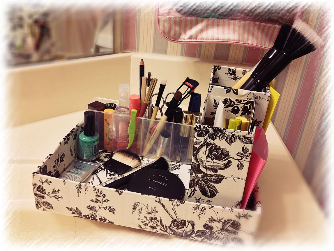 Makeup container using 3 boxes and 1 empty Q-tip container
