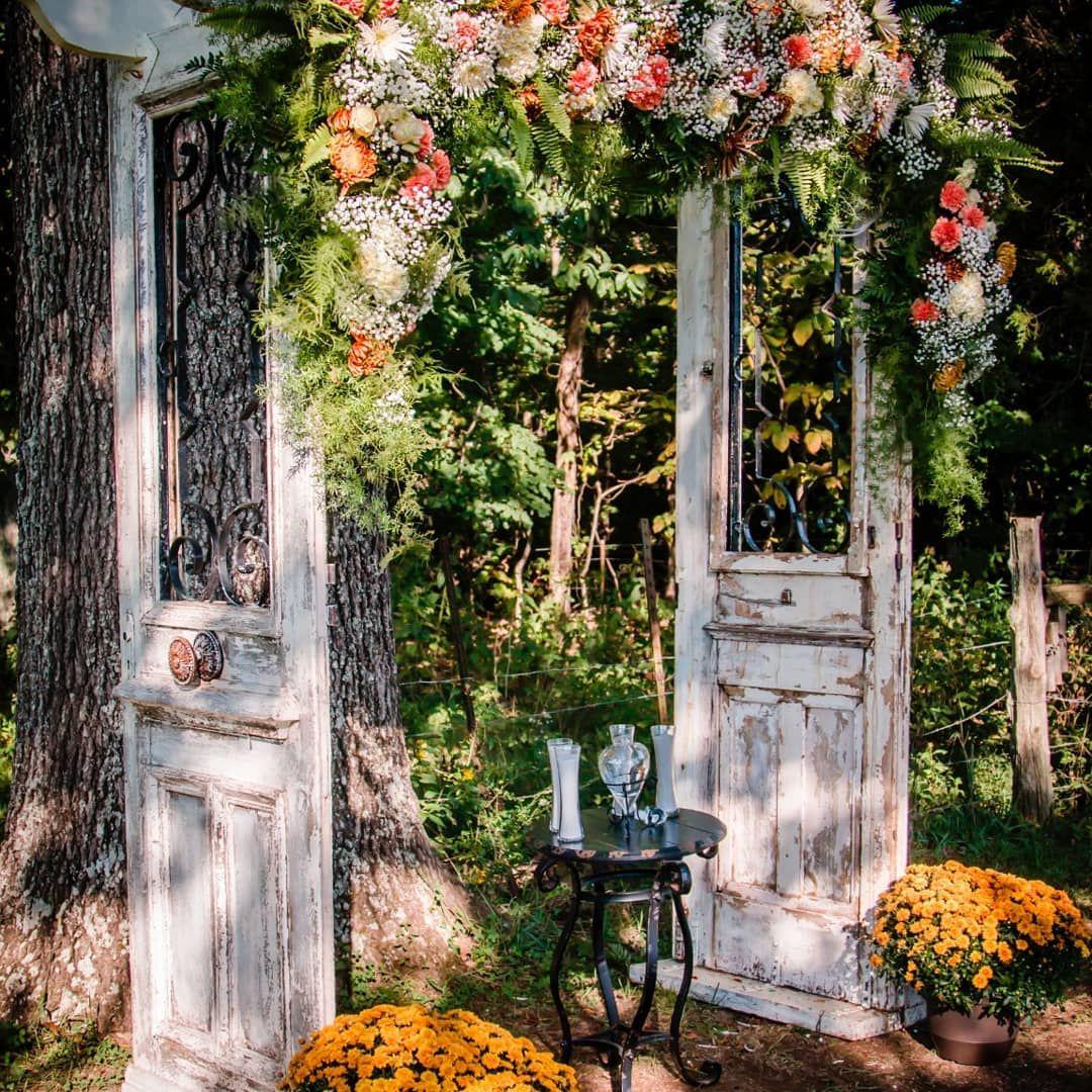 Oak Arbor Reception: White Arbor At Oak Tree With Floral Arrangement