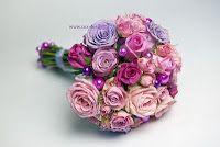 Bridal bouquet in romantic colors. Designed bij © Cox-Design.