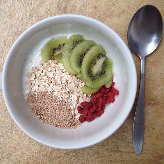 Otra Idea De Desayuno Yogur De Cabra Copos De Avena Semillas De