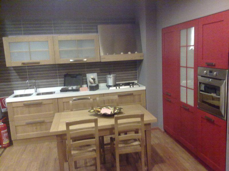 cucina in legno rovere con colonne rovere laccato rosso ,top in ...
