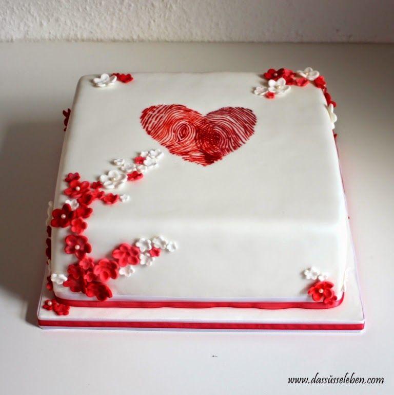 Das süße Leben: Hochzeitstorte mit einem Herz aus Fingerabdrücken ...