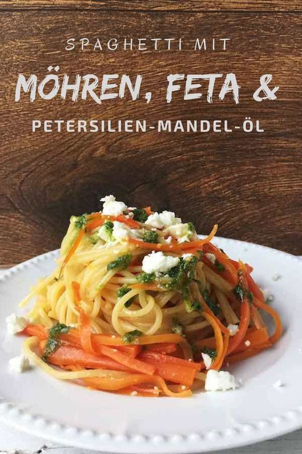 Nudeln mit Möhren, Schafskäse und Petersilien-Mandel-Öl | Rezept ...