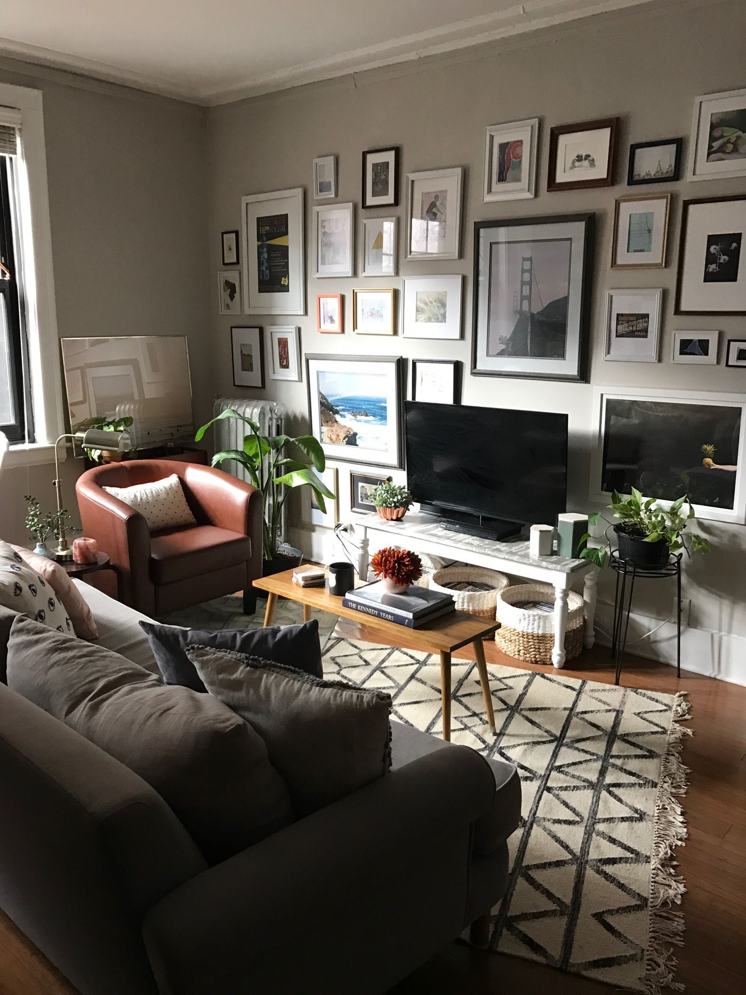 A Smart Layout Makes This Studio Feel Big And Bright Apartment Therapy Apartment Interior Bedroom Layouts Bedroom Interior