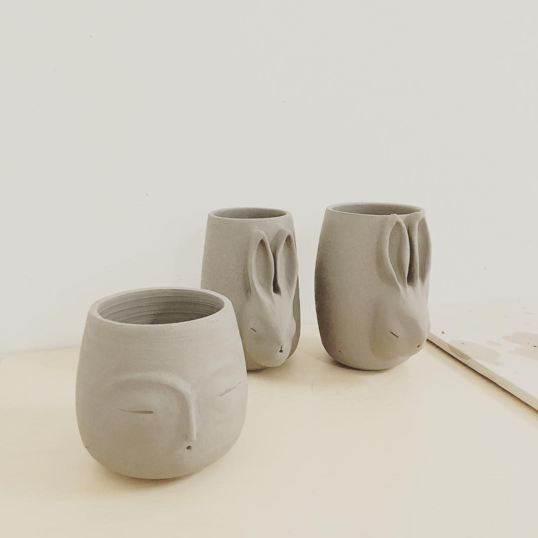 Han notado lo hermosa que es la palabra Preludio. #pottery #clay #ceramic #ceramica #stoneware #keramik #keramiké #céramique #陶器 #食器  #陶瓷器  #fig1objects  #fig1 #thepoetryofmaterialthings  #ceramicart  #ceramicstudio  #contemporaryclay #contemporaryceramics #instapottery #potsinaction #ceramicdesign #contemporarycraft #lifeofapotter  #wheelthrown #rabbit #bunny #keepcalmandfollowthewhiterabbit #ceramicpottery