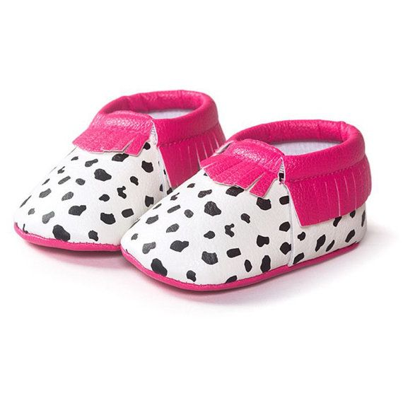Baby Girl Cow Print Shoes Moccasins By Simplylizard On Etsy Baby Shoes Cute Baby Shoes Walker Shoes