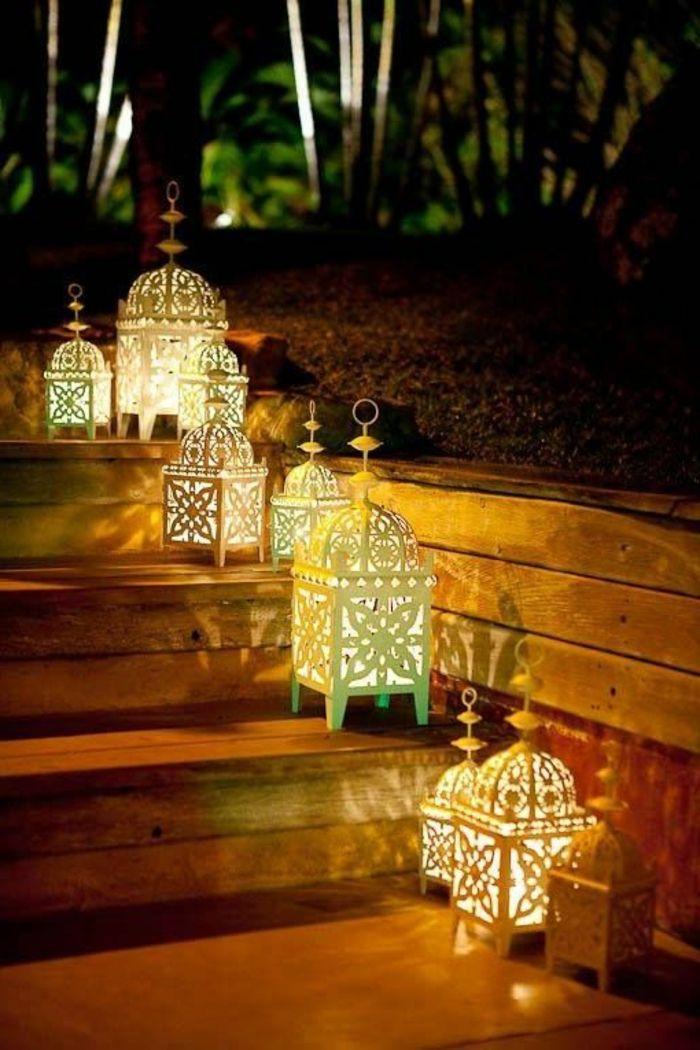deko orientalisch viele laternen lampen auf der treppe dunkle atmosph re dunkelheit gartendeko. Black Bedroom Furniture Sets. Home Design Ideas