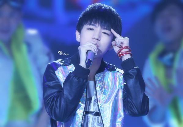 HQ 150212 Junkai @ Hunan TV New Year's Eve Gala