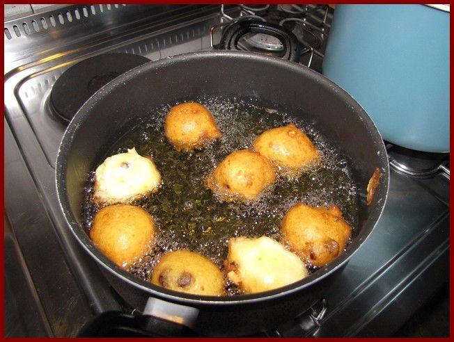 FRITTELLE   Questa volta vi mostriamo la ricetta delle frittelle venete di semolino che si    fanno a carnevale. Il gusto dovrebbe ...