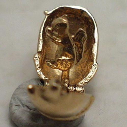 14k-gold-vintage-ACORN-charm-opens-SQUIRREL-inside-nut