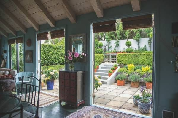 From country garden to compact elegant courtyard (With ...