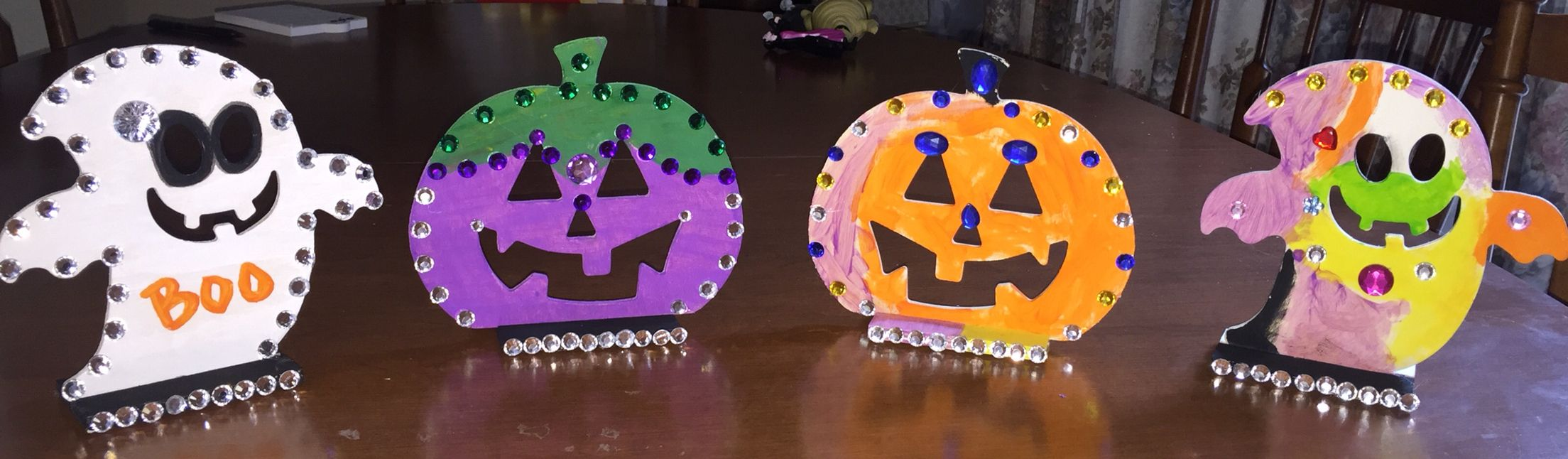 Paint and bedazel! Halloween Pinterest - Kid Friendly Halloween Decorations
