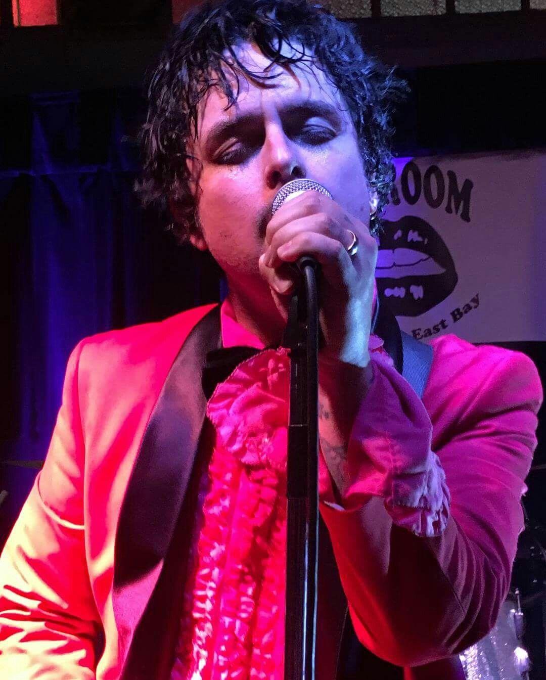 Pin by Regan Hamm on BILLIE JOE ARMSTRONG Green day live