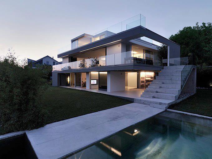 Exceptionnel Maison Moderne Avec Un Beau Design En Noir Blanc Beaucoup De Fenetres Pour  La Luminosité Beaucoup