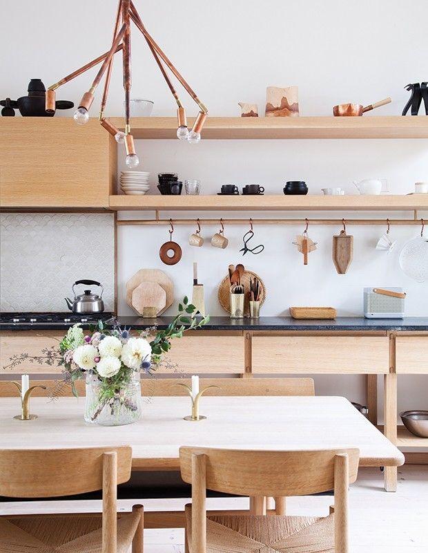skandinavische Küche Speckstein- Platte dunkel helles Holz - erste hilfe küche