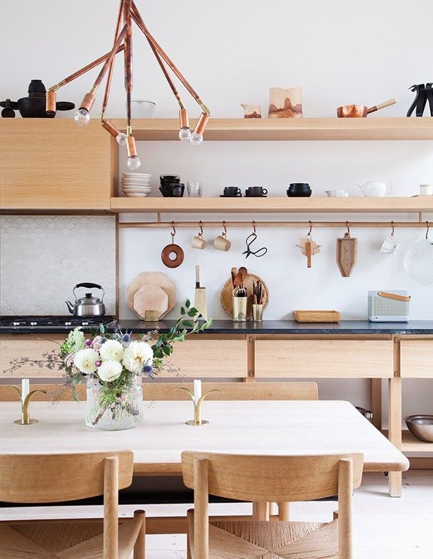 skandinavische Küche Speckstein- Platte dunkel helles Holz