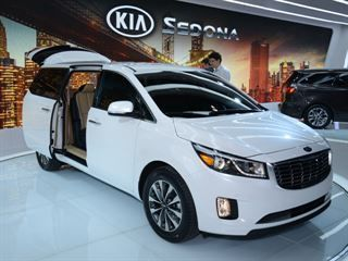 The 2015 Kia Sedona Is One Good Looking Minivan Http Bit Ly 1hrjavy With Images Mini Van Kia Sedona Kia