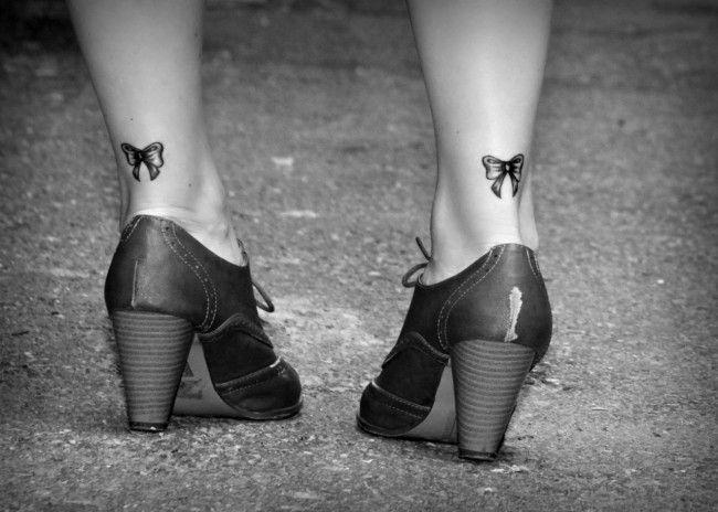 Piccoli fiocchi tatuati dietro la caviglia | Tatuaggi ...