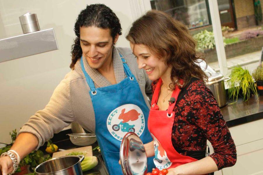 Sweet memories. Ik kookte samen met Ali B een linzen-pompoensoep voor peuters op een kinderdagverblijf  • bij de lancering van ons Peuter Soepboek [...]