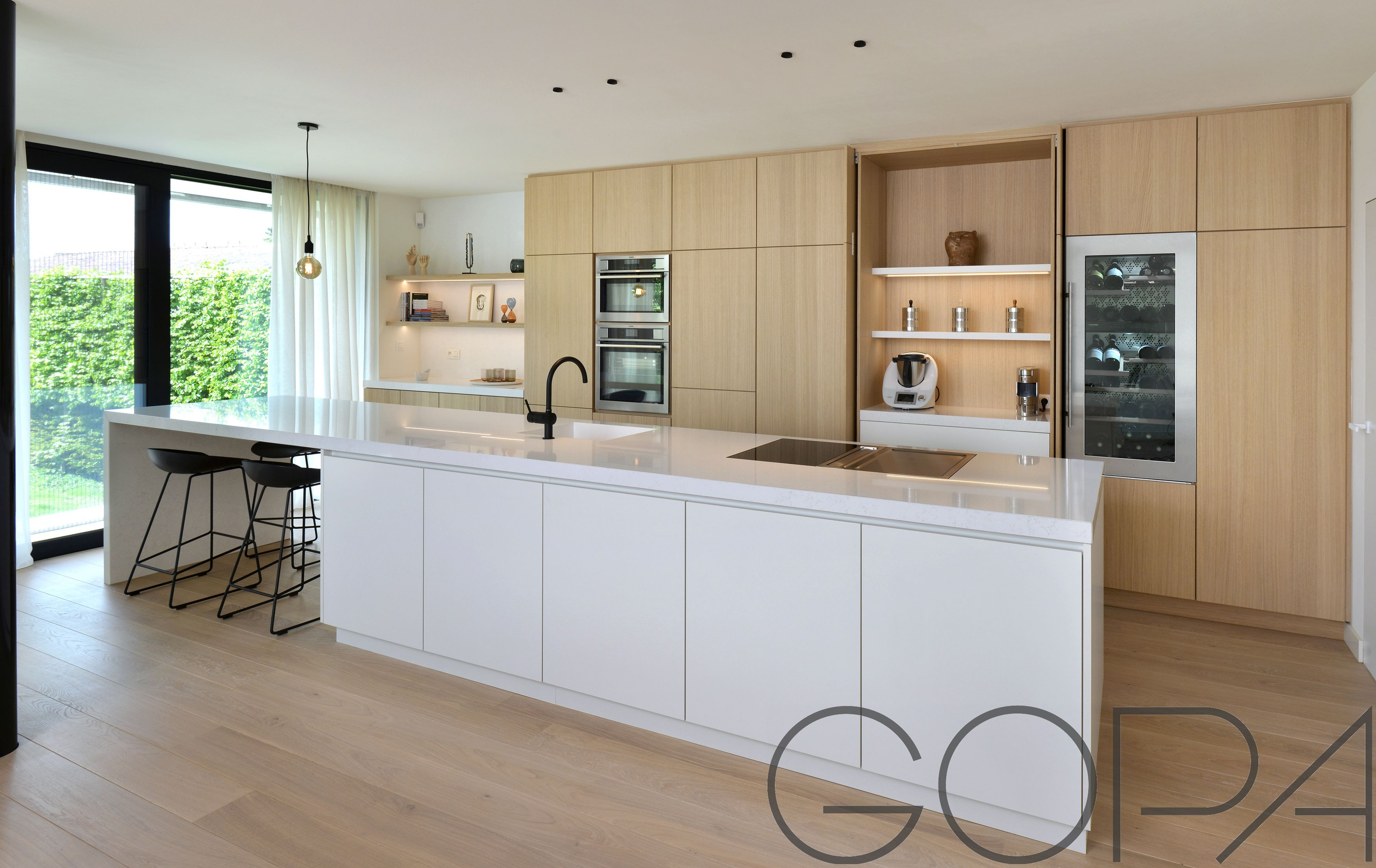 Keuken Interieur Scandinavisch : Lichtrijke moderne keuken met composieten werkblad keuken