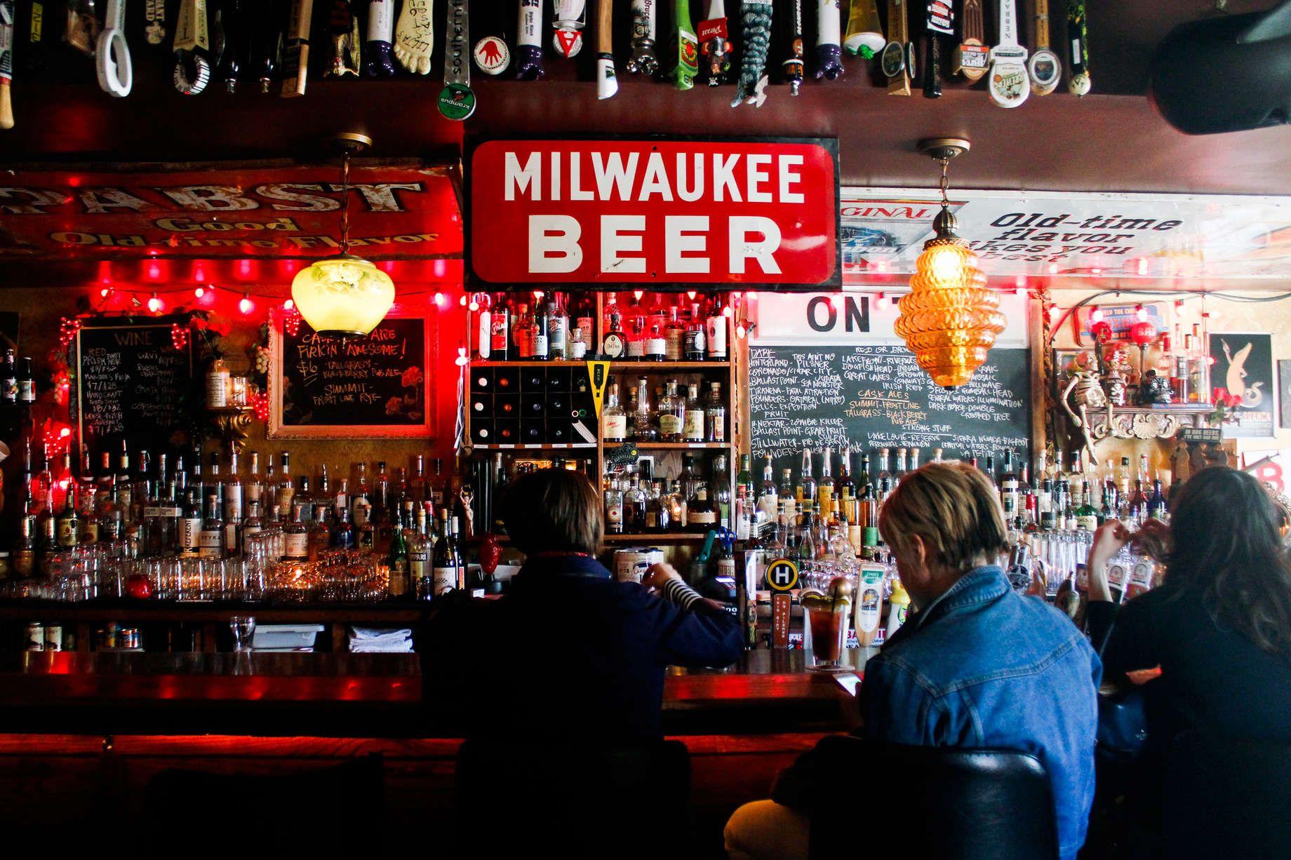 The 31 Best Beer Bars In America Milwaukee Bars Beer Bar Best Beer