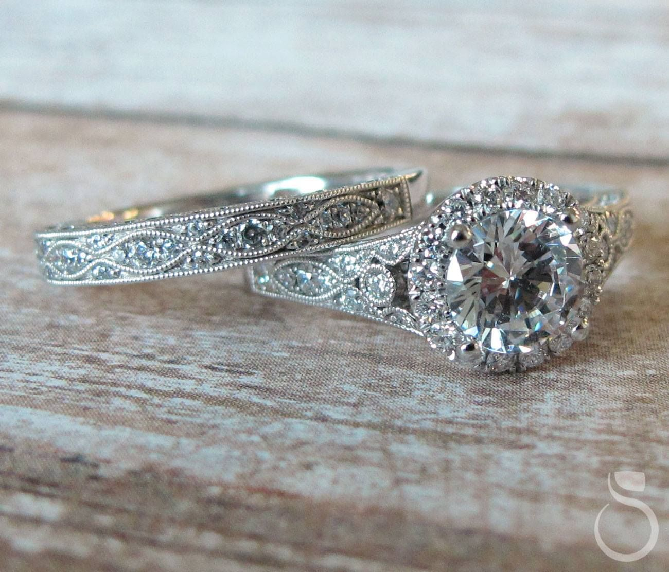 Vintage Vibes Bridal Set Engagementring Weddingband Bridaljewelry Unique Vi Wedding Rings Unique Round Diamond Engagement Rings Halo Wedding Rings Vintage