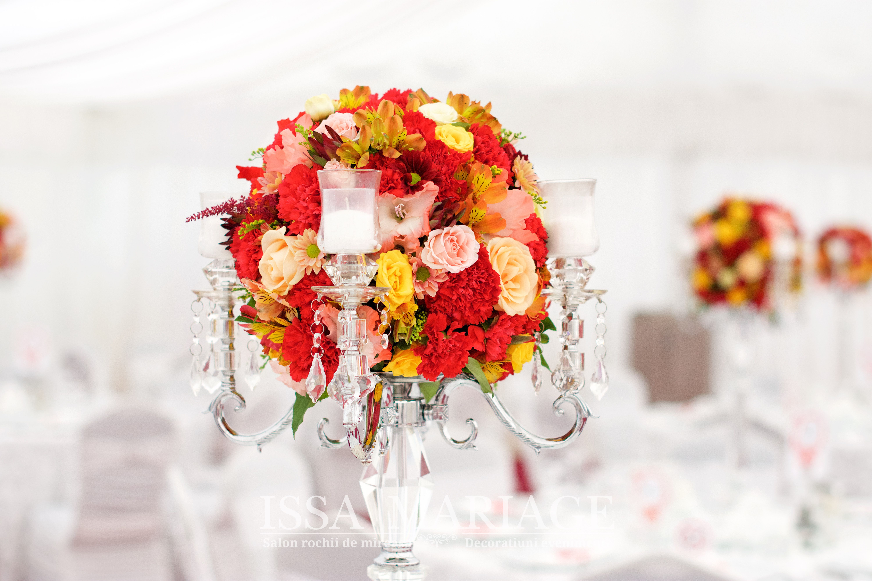 Aranjament Sfesnic Cristal Rosu Si Galben Issaevents Table Decorations Decor Home Decor