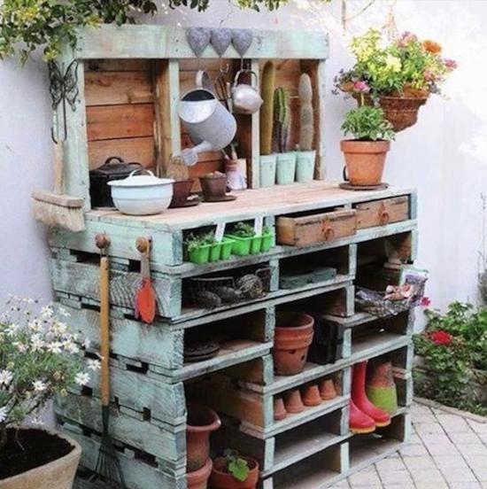 Garden Decor Using Pallets: Pallet Potting Bench