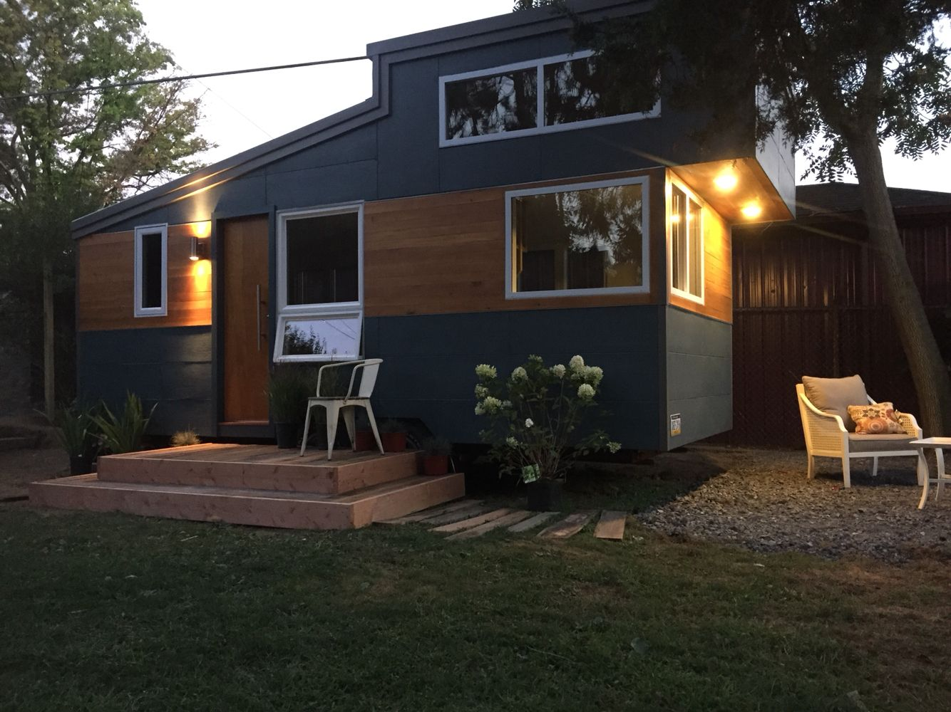 Modern tiny house on wheels. As a backyard escape in ...
