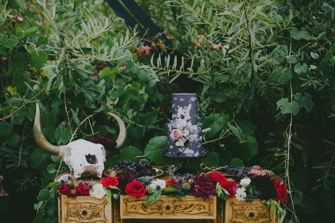 50 Simple And Elegant Halloween Wedding Decoration Ideas #eleganthalloweendecor