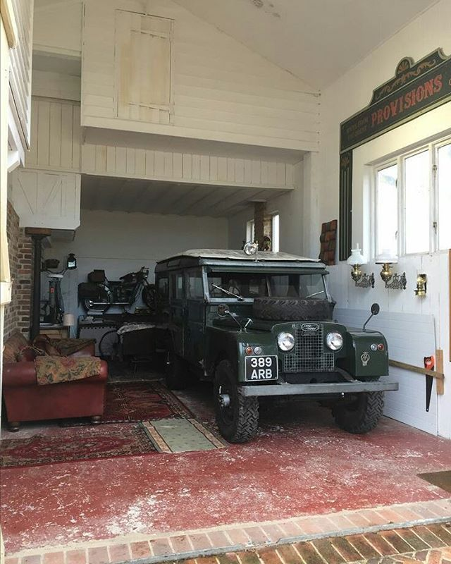 How cool is this for true 'house proud'! Source Julian Lee Wolfe #landrover #seriesone #serieslandrover #landroverphotoalbum
