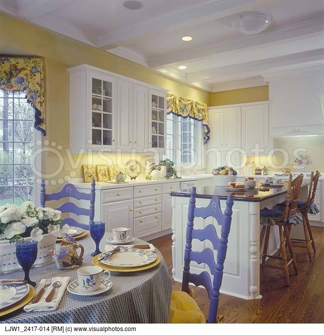 Pale Yellow Country Kitchen: LOVE Blue And Yellow For The Kitchen!
