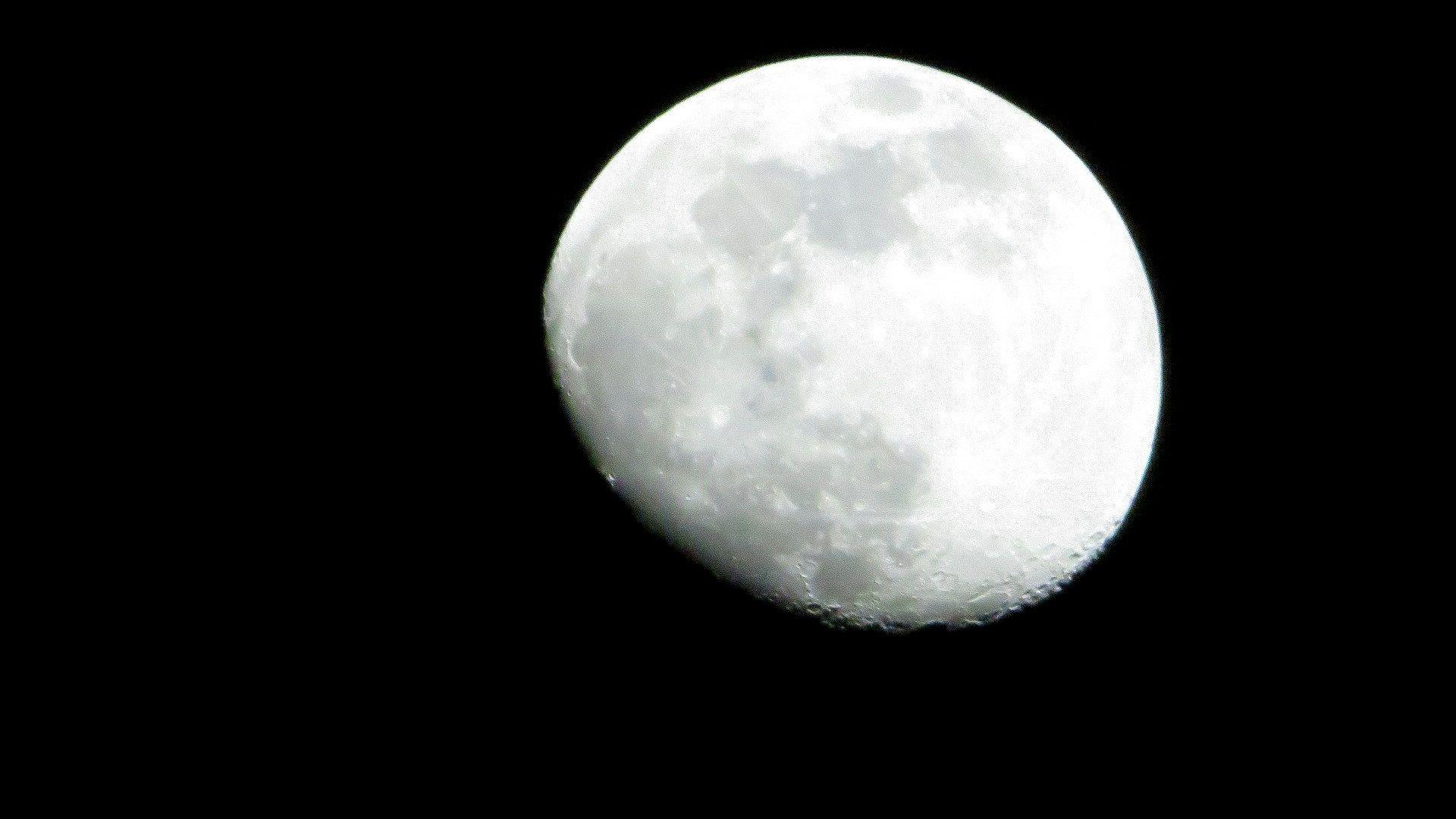 Nuestra Luna (260x) - Canon PowerShot SX60 HS