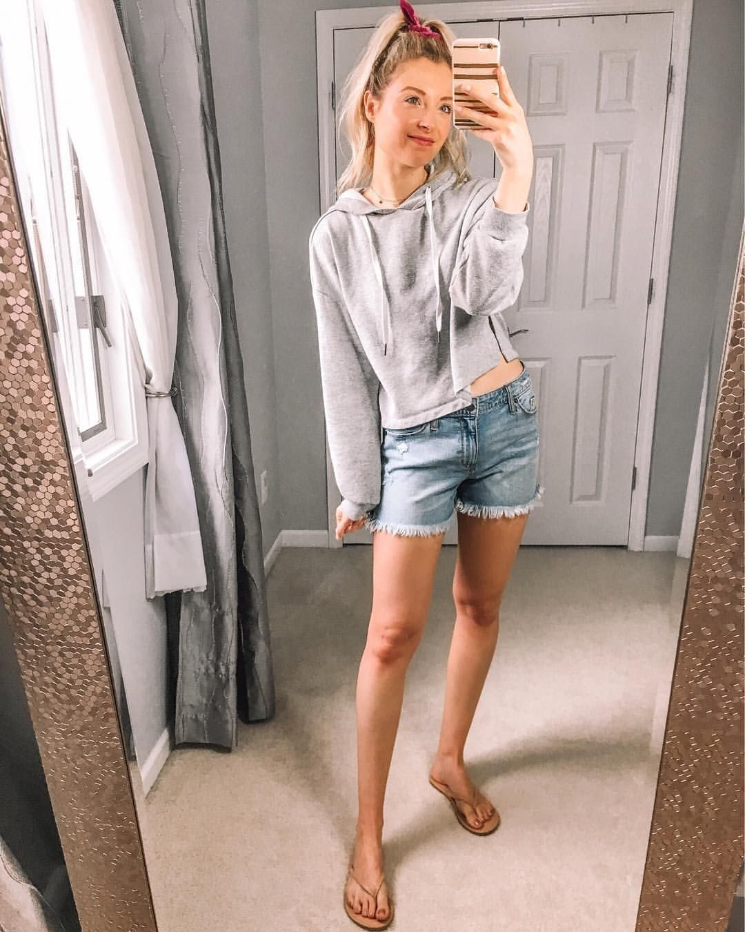 Cropped hoodie // jean shorts // denim shorts // casual outfit