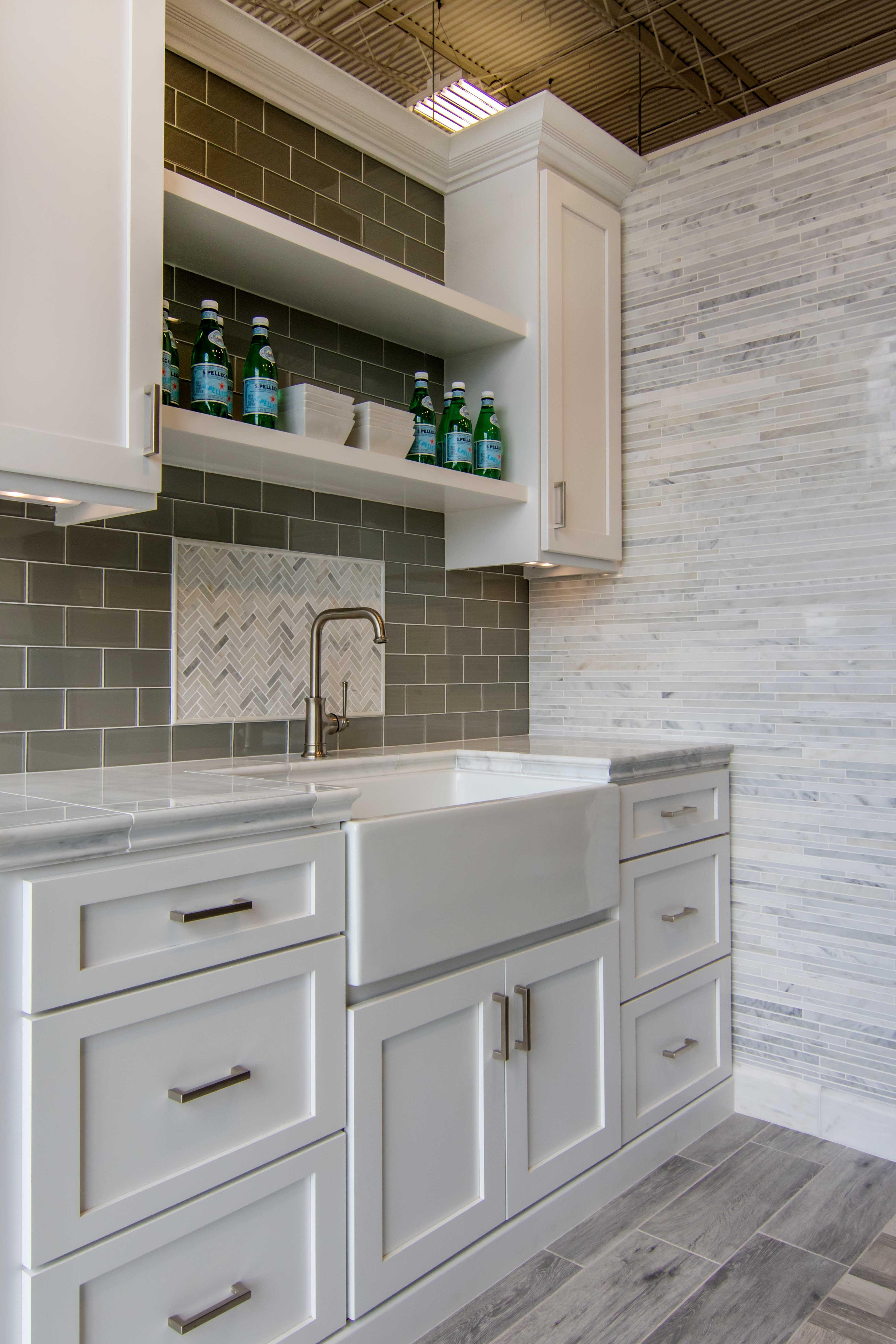 White Modern And Elegant Kitchen Wall Tile Hampton Carrara