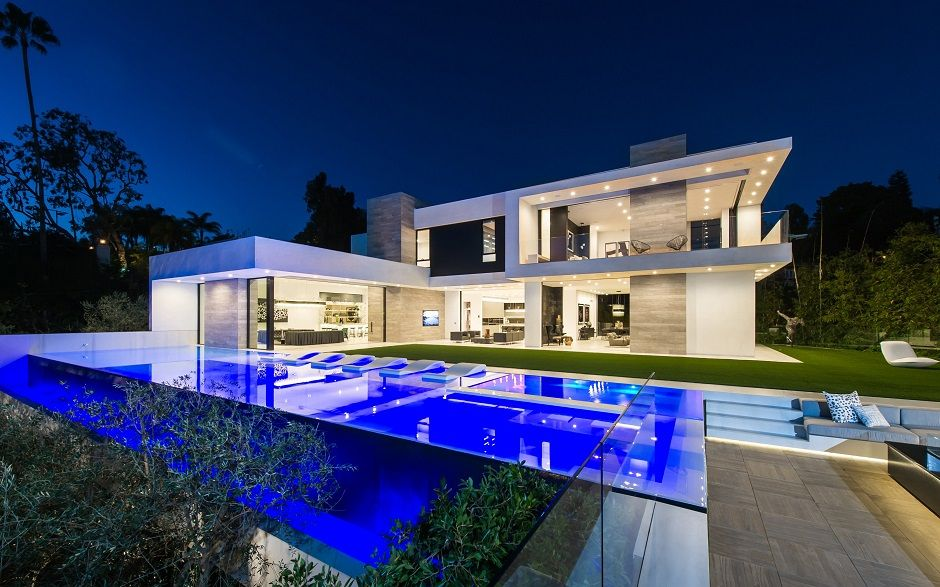 10 stunning modern mansions for sale in la modern for Modern house mansion