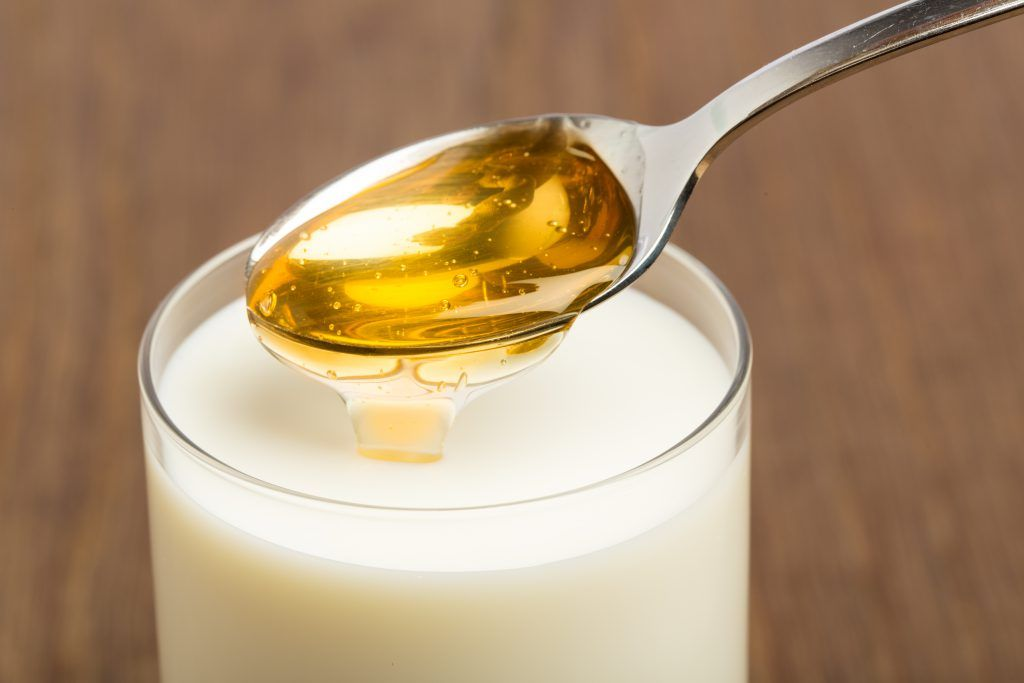 hei e milch mit honig wirkt insbesondere bei trockenem husten lindernd sollte jedoch nicht bei. Black Bedroom Furniture Sets. Home Design Ideas