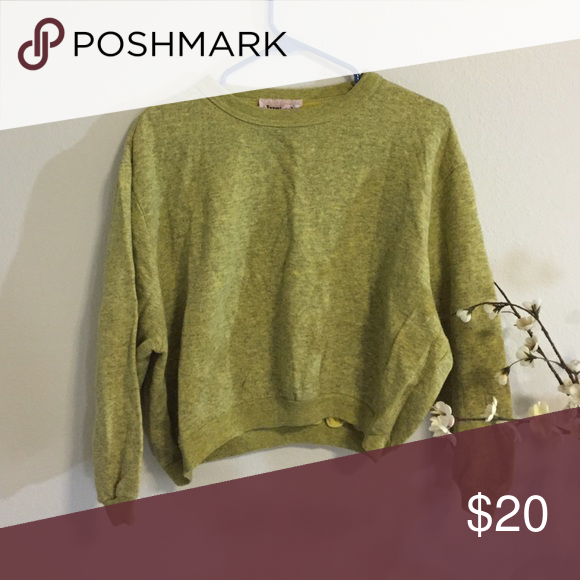 Cropped mustard sweatshirt Perfect for the upcoming fall season, plus cropped sweaters are super in ;) Sweaters Crew & Scoop Necks