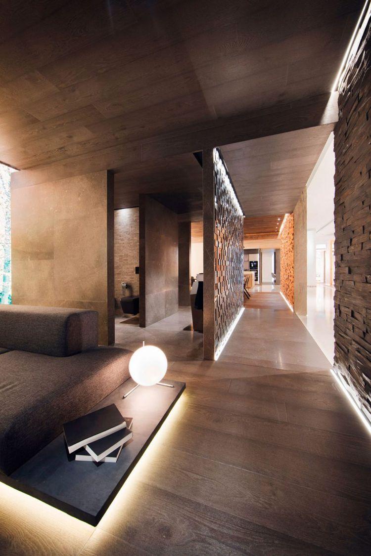 Indirekte Beleuchtung Im Interior Mit Warmen Braunen Nuancen Design Fur Zuhause Haus Innenarchitektur Haus Interieurs